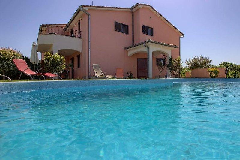 Villa Joy with pool in Pula - wiibuk.com