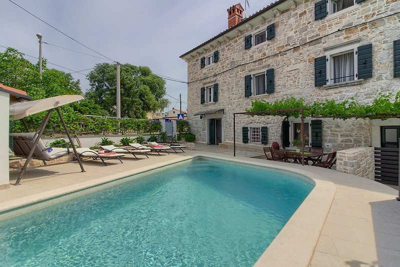 Villa Zita with pool in Porec - Wiibuk.com