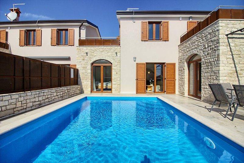 Villa Stella in Novigrad with pool - wiibuk.com
