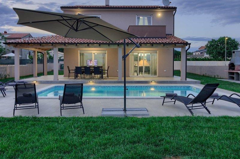 Villa Enjoy mit pool in Pula - wiibuk.com