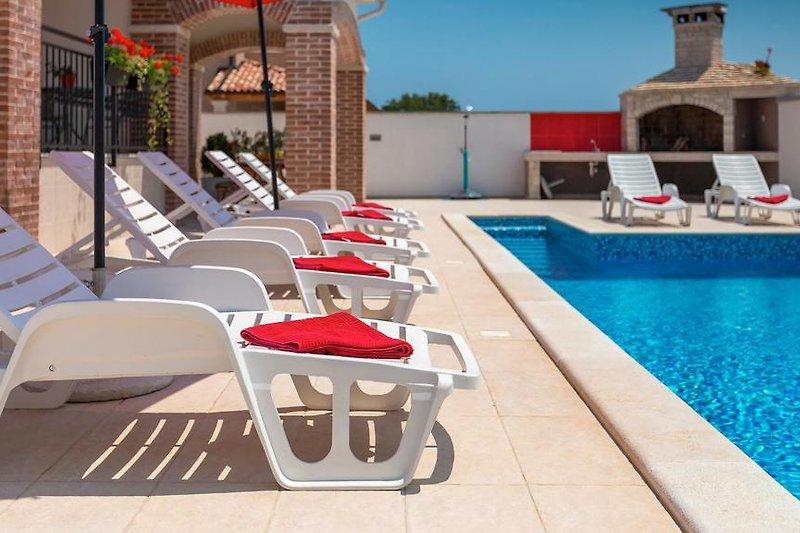 Villa Sky with pool in Jadreški - wiibuk.com