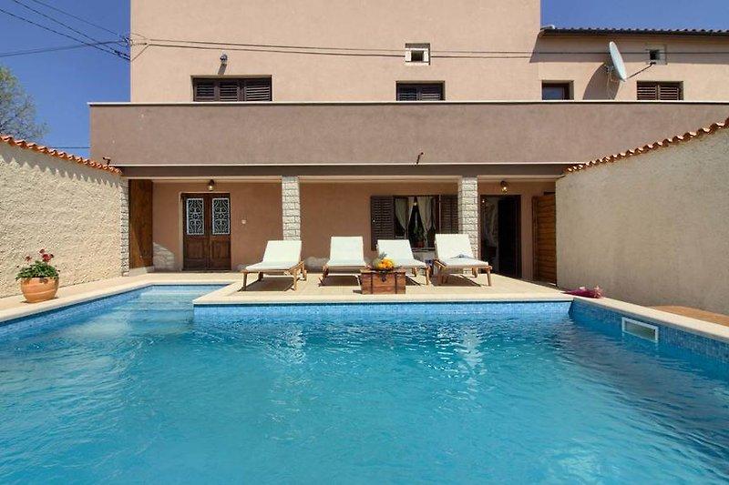 Villa Eleonora mit pool in Manjadvorci - wiibuk.com