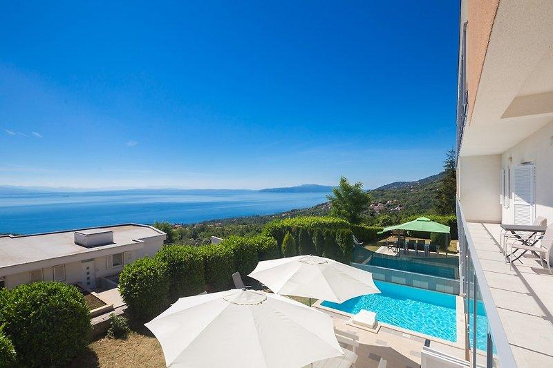 Villa Vista with pool in Opatija - wiibuk.com