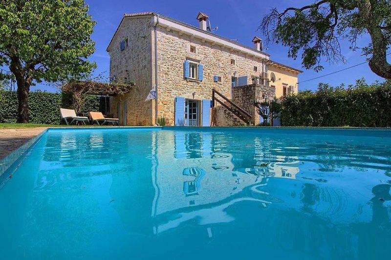 Villa Sherpa mit pool in Poreč - wiibuk.com