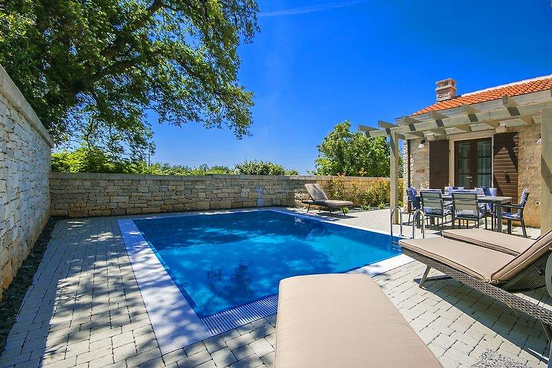 Villa Zorritta with pool in Ližnjan - wiibuk.com