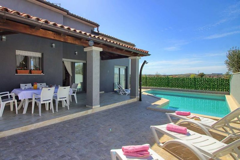 Villa Verde mit pool in Pula - wiibuk.com