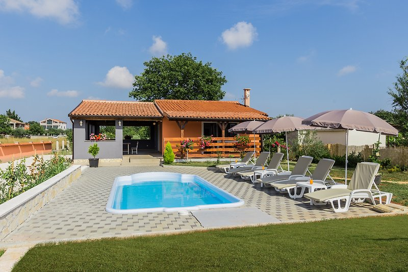 Holidayhome mit Pool in Pula - wiibuk.com