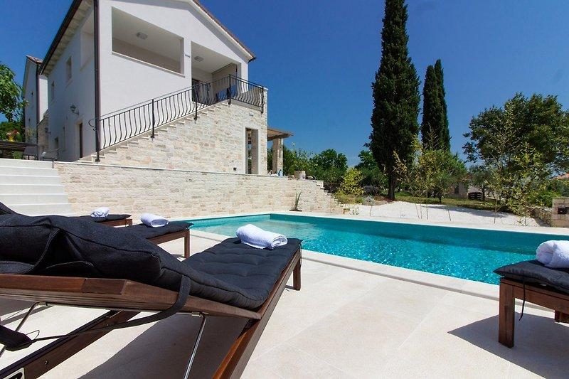 Villa Irma mit pool in Golaš (Bale) - wiibuk.com