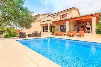 villa de luxe avec piscine, 8 couchages