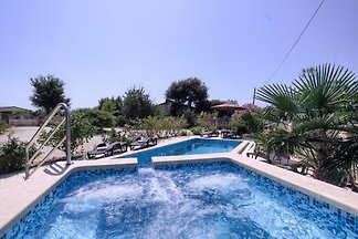 Villa Nera, pool-only 2km from the