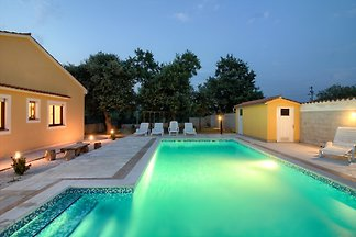 Villa Green mit Pool, für 10 Pers.