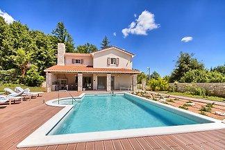 Luksuzna Vila s bazenom, jacuzzijem, saunom