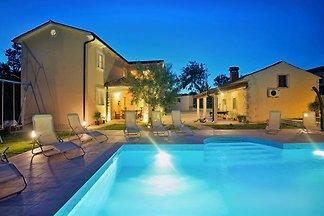 Villa Natura mit Pool, max 10 Gäste