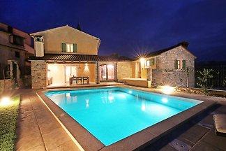Villa mit beheiztem Pool, 8 Pers.