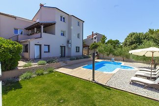 Villa Remi with Pool, 600m beach