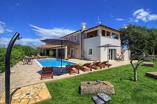 Villa Cynara mit Pool, Strand 2km