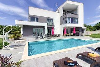 Moderne Villa Windrose mit Pool