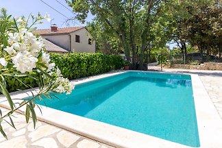 Vila Ella Nature mit privatem Pool