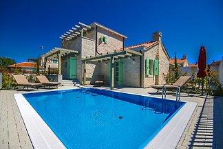 Villa Zadie Strand 2km, max 6+2