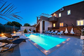 Nikolina Luxury villa-heated pool