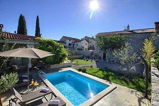 Luxuriously designed Villa Kalu