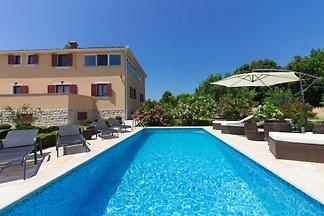 Villa Divina mit Pool in Medulin