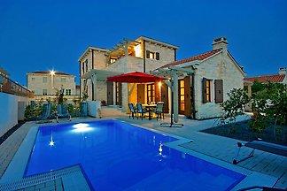Villa Zephyr 2km strand,max 8 pers.