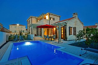 Villa Zephyra 2km beach,max 8 pers.