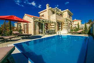 Villa Zegna with pool, sea 2km