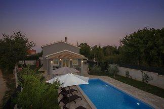 Villa Dejana mit Pool,2 Strand