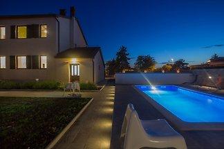 Vila Valbandon, Pool, Strand 300m
