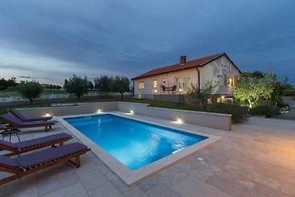 Villa Viktoria mit Pool in Porec