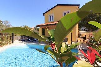 Villa Mugeba I,Pool, beach 2Km