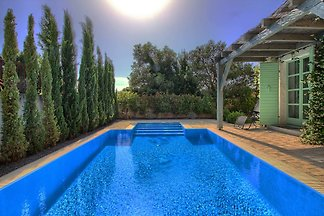 Villa Zelda with pool, sea 2km