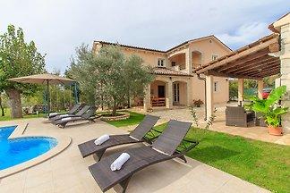 Villa Natura mit Pool, max 9 Gäste