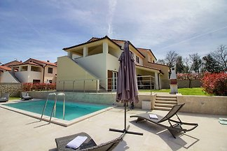 Villa Aurora with pool 200m beach