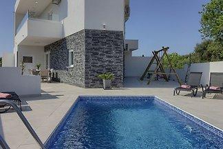 Villa White Jasmin
