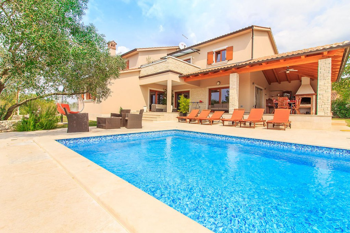 Luxus Villa Sola with pool - Holiday home in Svetvincenat