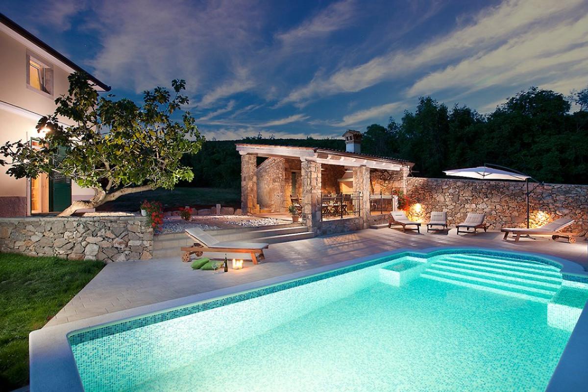 Villa Bea mit Pool, Strand 3km - Ferienhaus in Stanišovi mieten