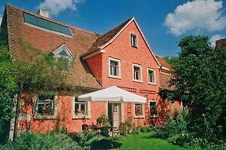 Stille und Romantik in Franken nahe des Brombachsees  Der romantische Holunderhof liegt ein wenig außerhalb der Zeit, ein schöner Ort, um die Seele baumeln zu lassen