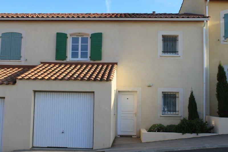 Villa with garage