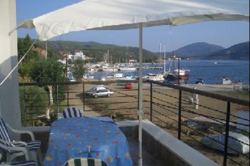 Balkon mit Blick über den Hafen