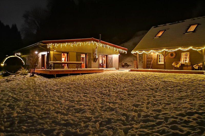 Haupthaus und Bärenhütte im Winter