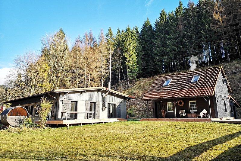 Haupthaus und Bärenhütte im Sommer/Herbst