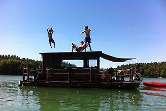 Casa su barca in Canow