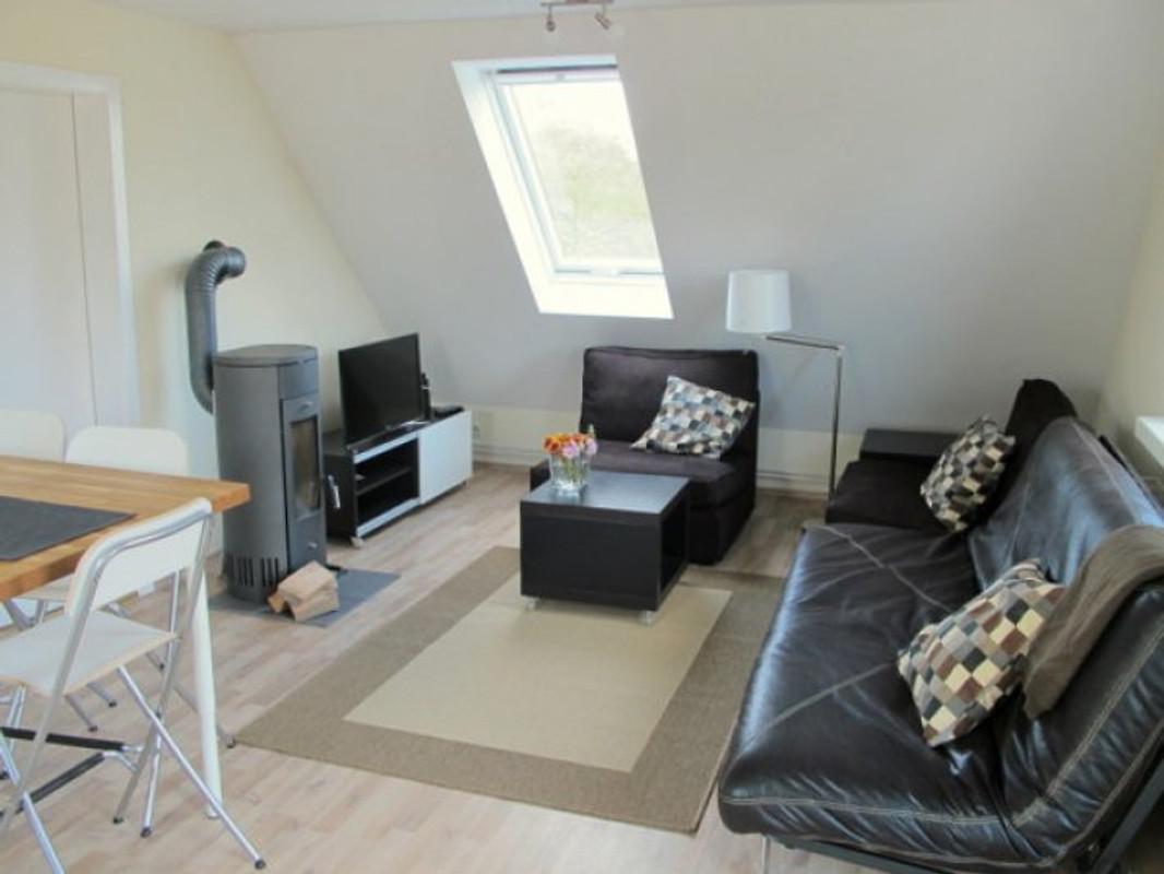 Moderne ferienwohnung direkt am see ferienwohnung in for Modern eingerichtete wohnzimmer
