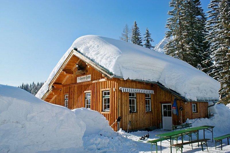 Sporta-Hütte-im Skigebiet