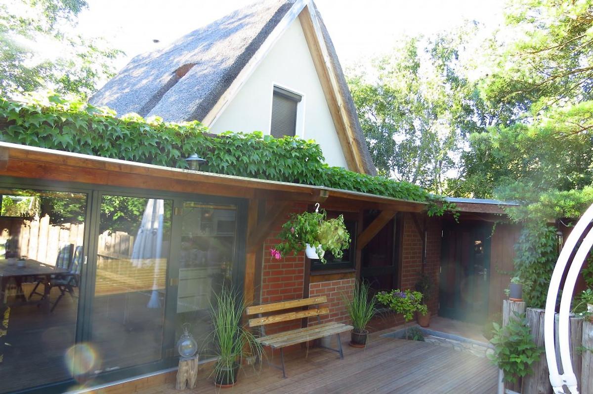 strandhaus wustrow ferienhaus in wustrow ostsee mieten. Black Bedroom Furniture Sets. Home Design Ideas