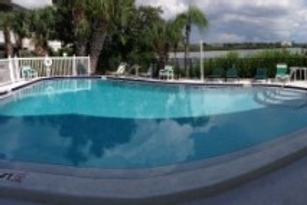 Bay View Villas Townhouse in Indian Shores - immagine 1