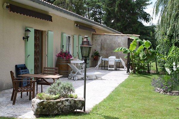 Maison bambous vakantiehuis in lesparre m doc huren for Garage lesparre medoc